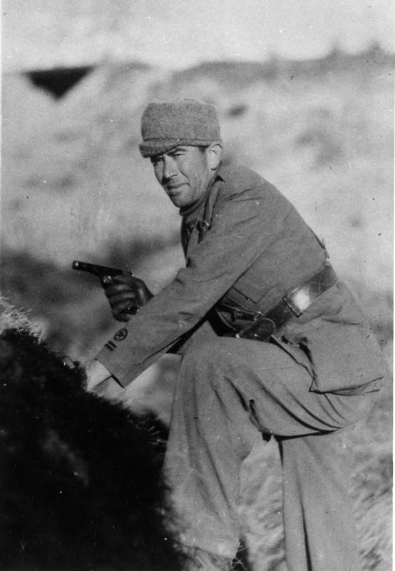 Soldat l'arme a la main .jpg